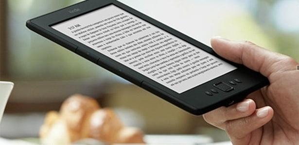 Fábrica produz aparelhos Kindle (foto) e Echo