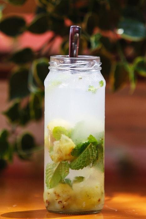 Sucos desintoxicam e ajudam a encarar o resto da semana for Recuperar agua piscina verde