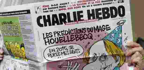 """Capa da revista """"Charlie Hebdo"""" com o autor Michel Houellebecq - Bertrand Guay/AFP - Bertrand Guay/AFP"""
