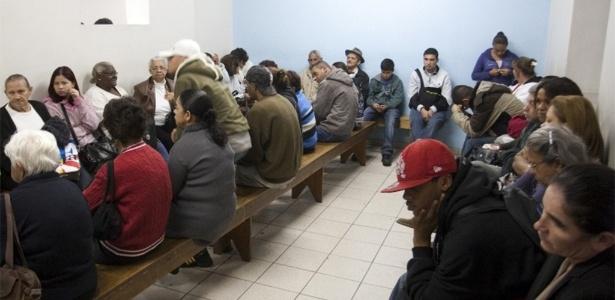 Foto de arquivo mostra fila de espera por Raio-x em hospital de São Paulo