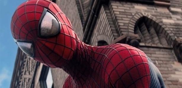"""Cena de """"O Espetacular Homem-Aranha: A Ameaça de Electro"""" - Reprodução"""