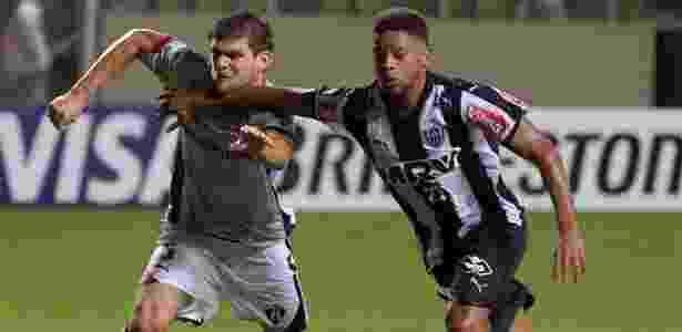 b1a988a406 Novo zagueiro do Grêmio marcou CR7 e já levou 67 cartões na carreira ...