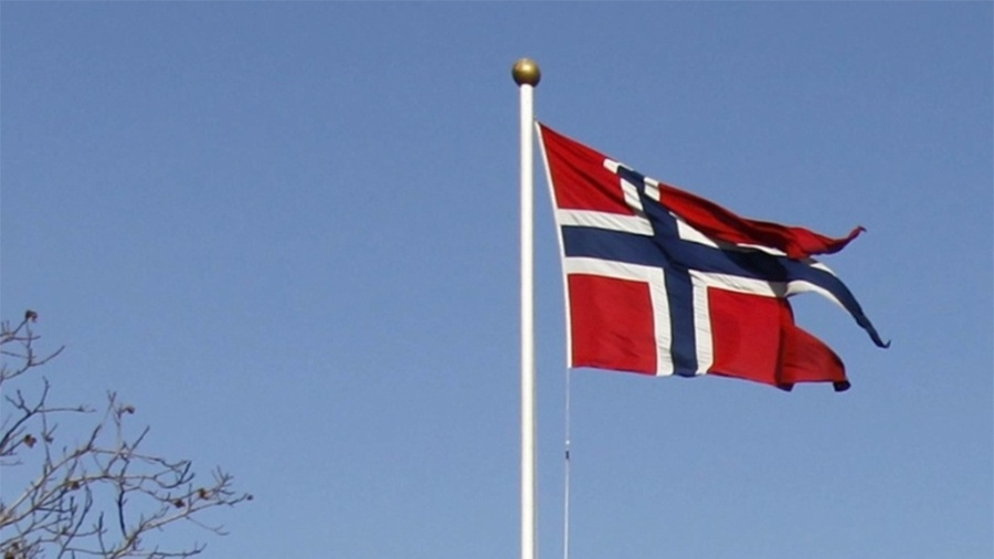 Mídia indoor; wap; celular; TV; bandeira; Noruega; norueguês; norueguesa; símbolo; nação - Petar Kujundzic/Reuters