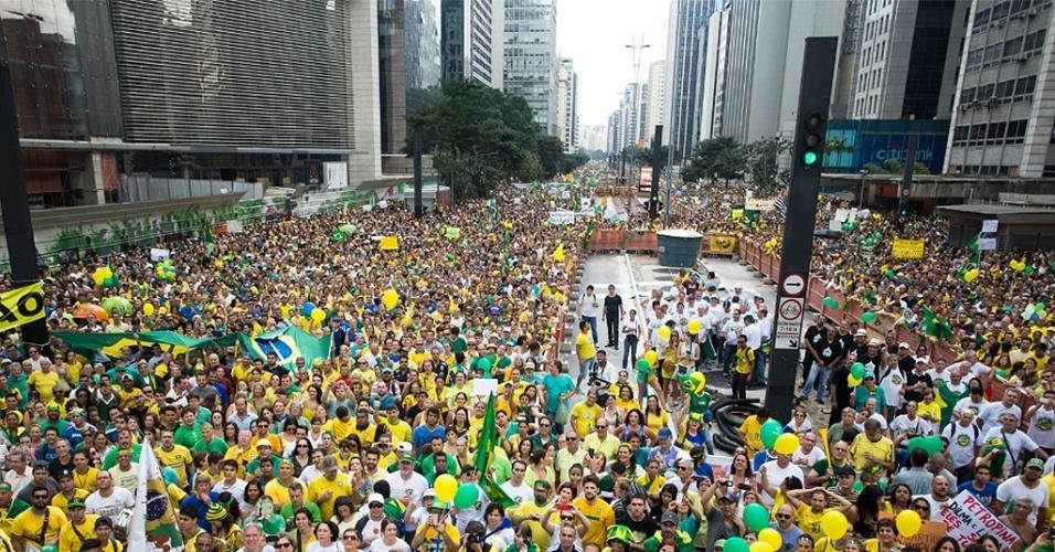 15/03/2015: Protesto Dilma - Grupos contrários à presidente Dilma Rousseff fazem ato anti-Dilma e a favor do impeachment da presidente, na Avenida Paulista
