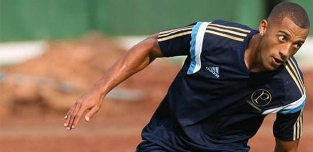 Vitor Hugo volta a treinar no Palmeiras após ser hospitalizado por choque na cabeça