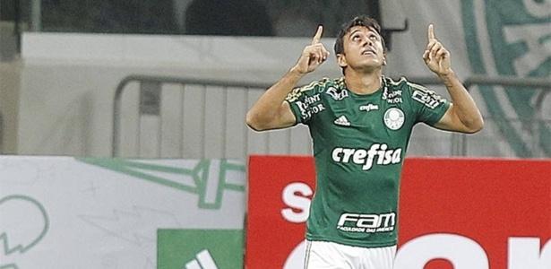 Diretoria celeste não mostra preocupação e espera apresentar Robinho nesta segunda - Reinaldo Canato/UOL
