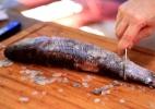 Sem espinhas e sem pânico: aprenda como limpar peixes e bacalhau - TV UOL