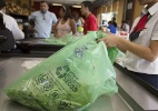 Haddad veta projeto de lei que pedia distribuição gratuita de sacolinhas - Davi Ribeiro/Folhapress