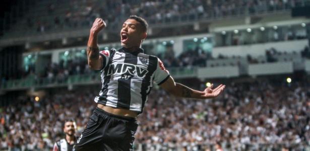 Carlos volta ao Atlético-MG após temporada no Internacional