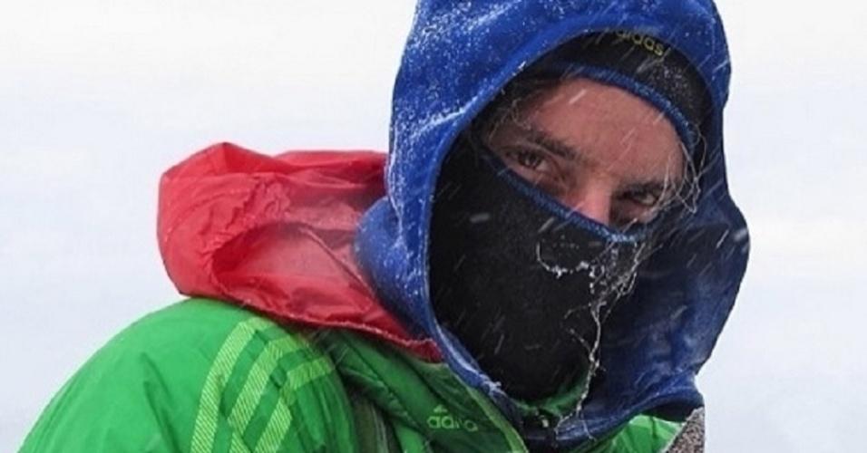 Inseparáveis, o alpinista Dean Potter leva a cadela Whisper, de quatro anos de idade, para toda aventura que planeja. Faça chuva, sol ou neve! Animais Cachorro base jumping