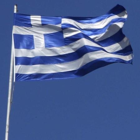 """Polícia grega anunciou que todas as reuniões serão proibidas por uma semana por razões de """"saúde pública"""" - Aris Messinis/AFP"""