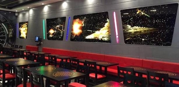 """Ambiente da Jedi""""s Burger, recém-inaugurada em São Paulo: casa se inspirou na série de filmes para decoração - Divulgação/facebook.com/jedisburgeregrill"""