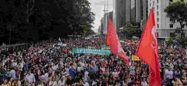 15.mai.19: Manifestação contra contes na educação acontece na avenida Paulista, em São Paulo - Eduardo Anizelli/Folhapress