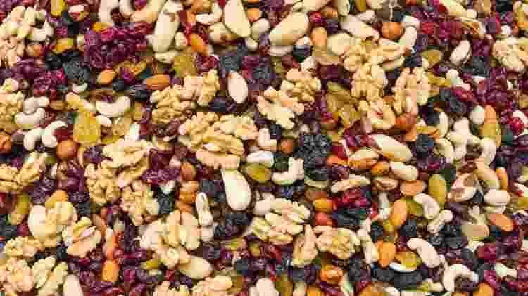 Nuts, castanhas, amêndoas, cranberry desidratado, nozes - iStock - iStock