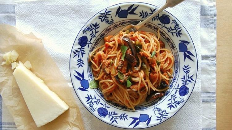 Espaguete com molho de berinjela e escarola do Instagram @patricia_scarpin - Reprodução/Instagram @patricia_scarpin