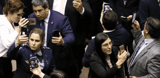 Deputados do PSL fazem lives em redes sociais durante a votação do destaque que retirou o Coaf do Ministério da Justiça - Pedro Ladeira - 22.mai.2019/Folhapress