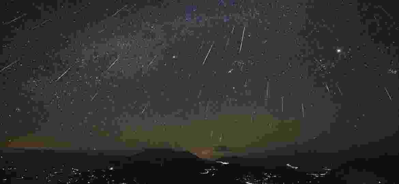 A chuva de meteoros Orionídeas, originada dos detritos das passagens do cometa Halley, poderá ser vista a olho nu pelos brasileiros - Reprodução