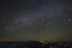Brasileiros podem ver chuva de meteoros na madrugada deste domingo (Foto: Reprodução)