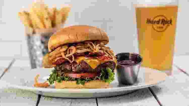 BBQ Bacon Cheeseburger, do Hard Rock Cafe - Divulgação/Hard Rock Cafe - Divulgação/Hard Rock Cafe