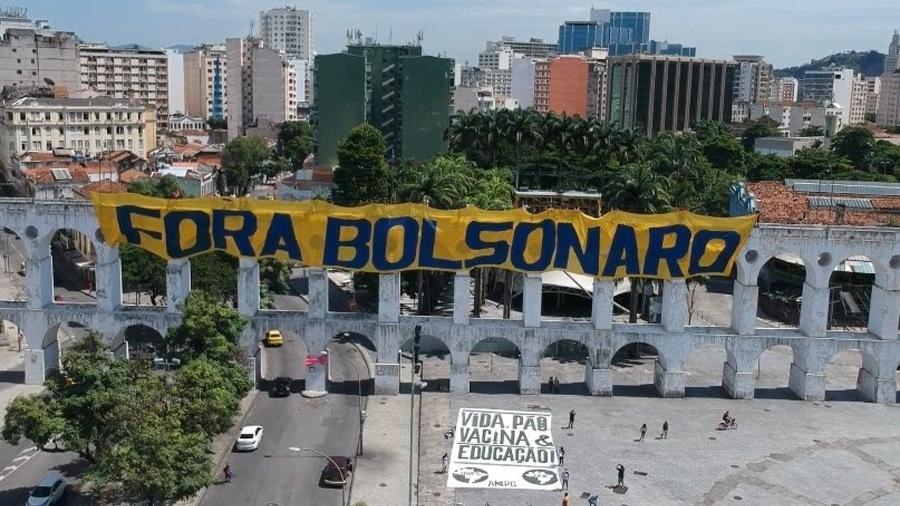 Faixa com os dizeres fora Bolsonaro foi colocada nos arcos da Lapa no Rio de Janeiro - Reprodução/Internet