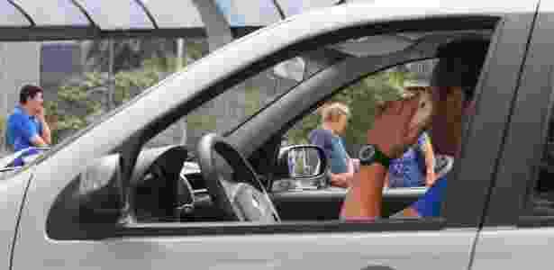 São Paulo multa 320 motoristas por dia por manusear celular no trânsito; infração agora é gravíssima - Silva Junior/Folhapress