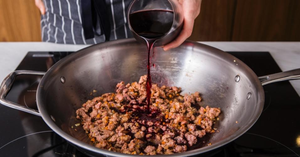 Passo a passo Pennete com Ragu de Linguiça Toscana ao Vinho Tinto