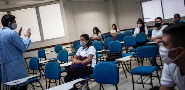 Em Manaus, escolas particulares já retomaram as aulas presenciais, mantendo distanciamento entre as cadeiras - Divulgação/Sindicato das escolas particulares de Manaus