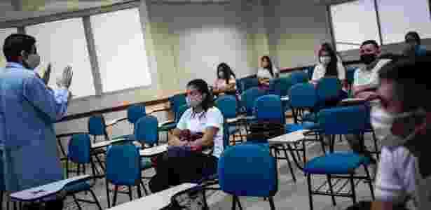 Alunos de escola particular em Manaus voltam à sala de aula, mantendo distanciamento entre as cadeiras - Divulgação/Sindicato das escolas particulares de Manaus