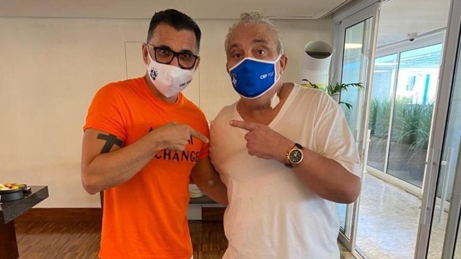 Ricardo Rocha e Branco comemoram a saída do ex-lateral esquerdo do hospital - Reprodução/Twitter