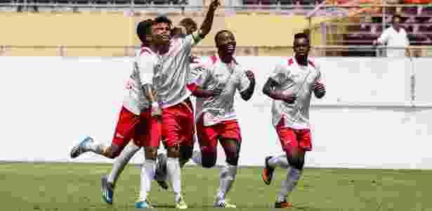 Jogadores do Batatais comemoram gol na Copinha - Leonardo Fermiano/Site oficial AFE - Leonardo Fermiano/Site oficial AFE