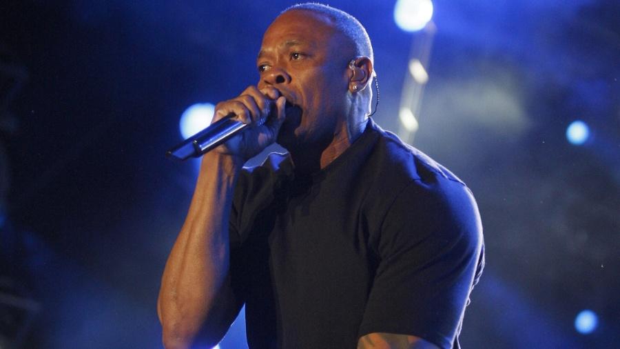 Dr. Dre em foto de 2012, se apresentando no Coachella Festival - David McNew/Reuters