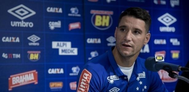 Thiago Neves busca o seu primeiro gol com a camisa do Cruzeiro