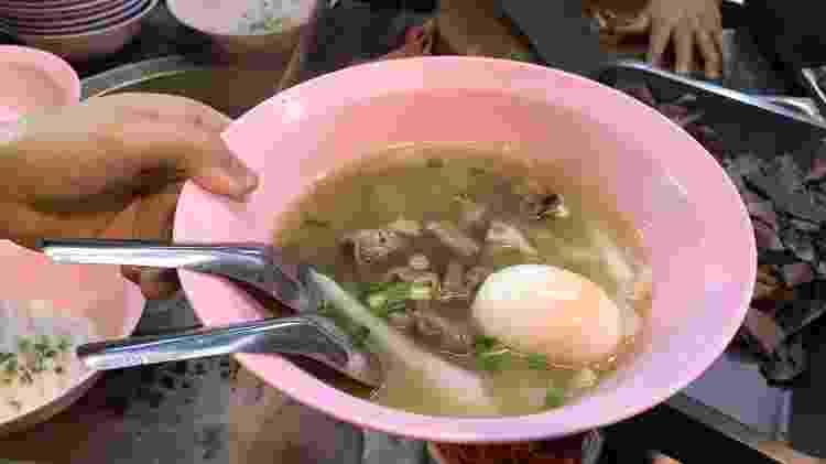 Sopa de macarrão chinês e barriga de porco - Larissa Coldibeli