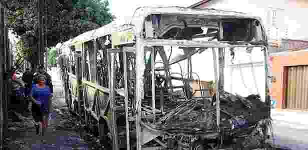 Fortaleza vive onda de ataques a ônibus desde a noite de quarta-feira (19)  - Thiago Gadelha/Diario do Nordeste