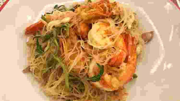 Macarrão frito com camarão do Lay Lao - Larissa Coldibeli