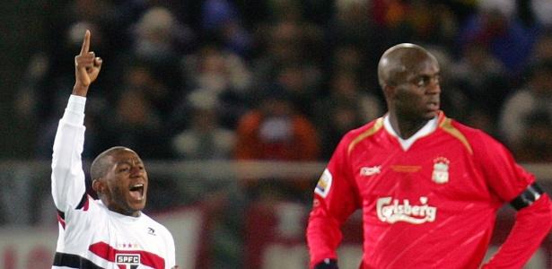 Sissoko (à direita) esteve em campo na final do Mundial de Clubes de 2005 entre São Paulo e Liverpool