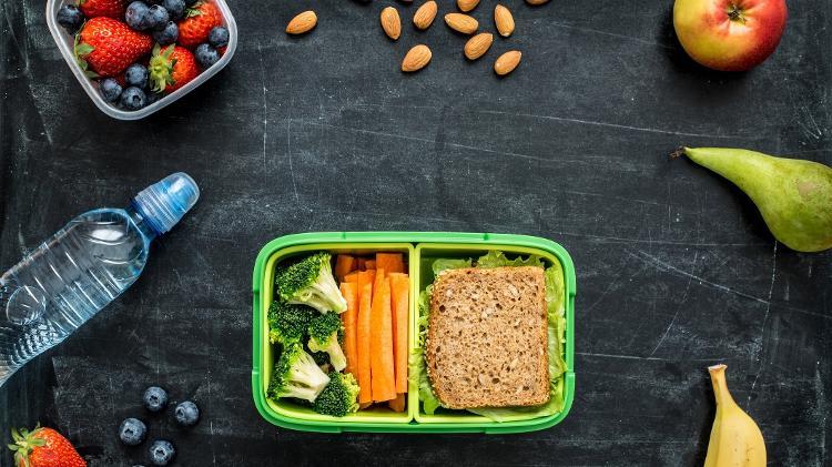 Frutas, barrinhas e cereais ajudam a não perder o pique da folia - Getty Images