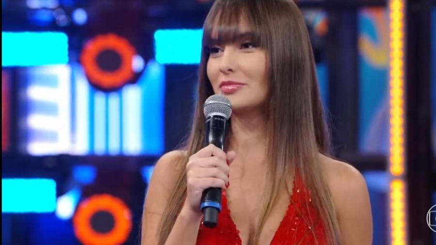 """BBB 21: Thaís no palco do """"Domingão do Faustão"""" - Reprodução/Globoplay"""