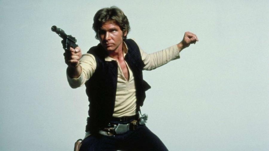 """Harrison Ford como Han Solo, com sua pistola, em """"Star Wars"""" - Reprodução"""
