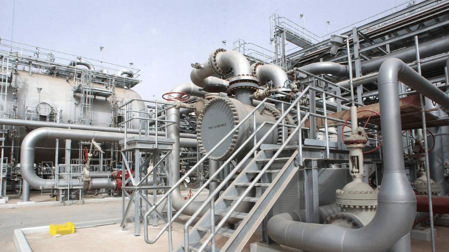 Imagem de arquivo mostra instalação petrolífera em Haradh, na Arábia Saudita - 22.mar.2006/AFP