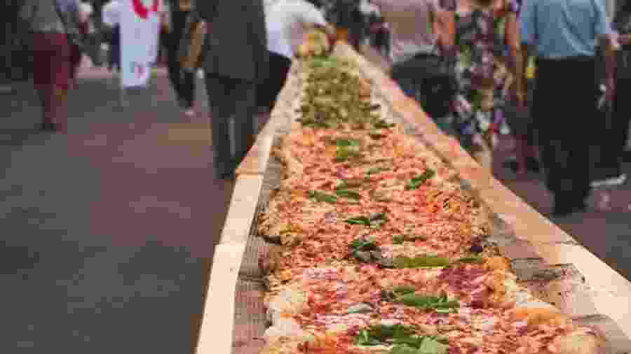 Ao todo, a pizza tinha 100 metros dedicados à clássica margherita - Instagram/eatalyworld