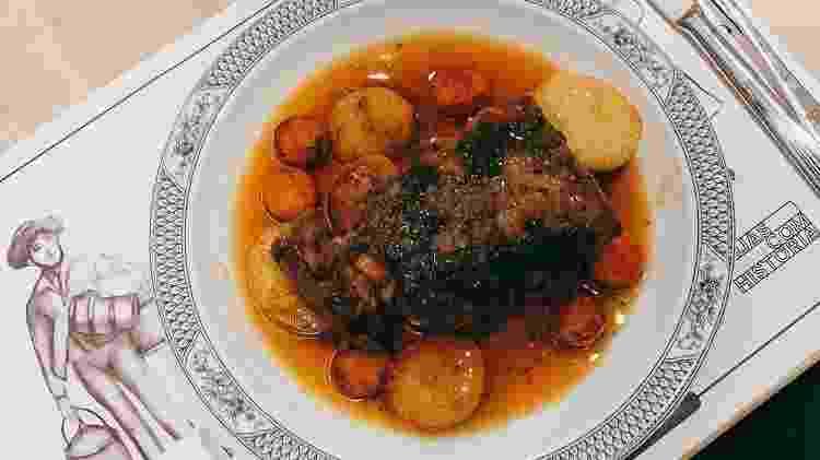 O ensopado de borrego é um dos pratos encontrados em toda a região alentejana - Instagram/fazfrio
