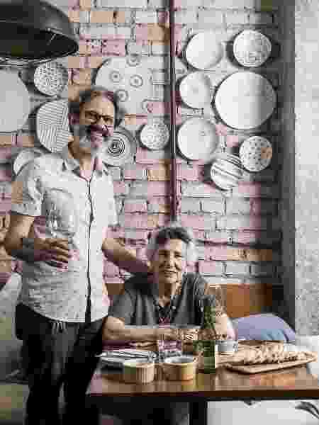 Receita de Família - Bacalhau à Molicata dos Lorenti - Maria e Angelo Lorenti provam o Bacalhau à Molicata - Keiny Andrade/UOL - Keiny Andrade/UOL