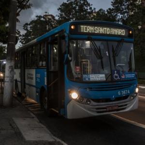 Ônibus têm sido rendidos por assaltantes na região do Terminal Santo Amaro - Avener Prado/Folhapress