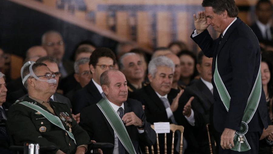 """Ao passar comando do Exército, Villas Bôas elogia Bolsonaro por liberar país de """"amarras ideológicas"""" - Pedro Ladeira/Folhapress"""
