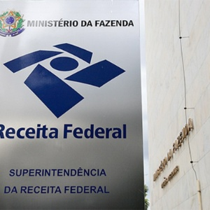 Placa do prédio da Receita Federal em Brasília