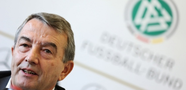 Niersbach renunciou ao cargo de presidente da federação alemã após denúncias de corrupção - Simon Hofmann