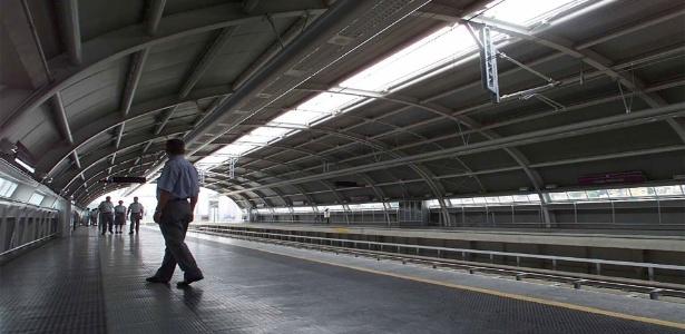 Início das operações comerciais da linha 5 lilás do Metrô de São Paulo, entre estação Capão Redondo e Largo Treze - Moacyr Lopes Junior/Folhapress - 21.10.2002