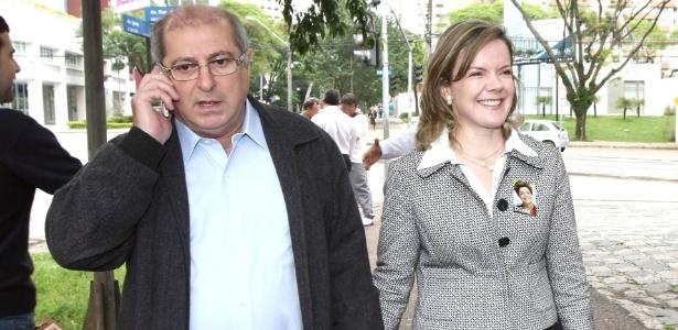 O ex-ministro Paulo Bernardo, preso nesta quinta-feira (23), é casado com a senadora Gleisi Hoffmann (PT-PR)
