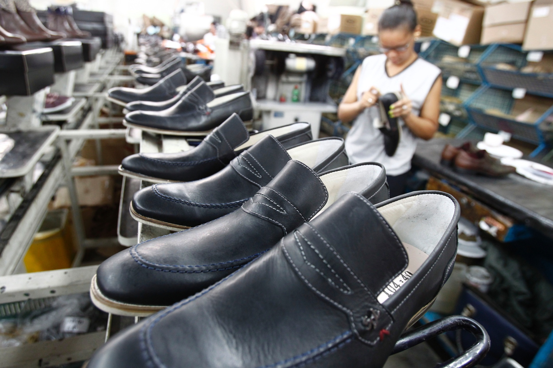 193509204 Fabricação de calçados encolhe 1,3% em 2018 - 01/02/2019 - UOL Economia